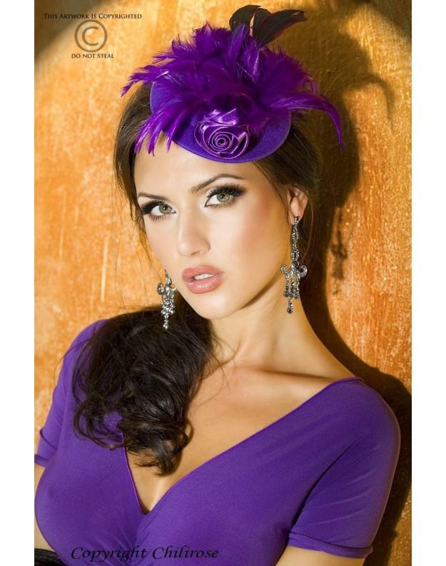 Žavi violetinė kepuraitė su plunksnomis